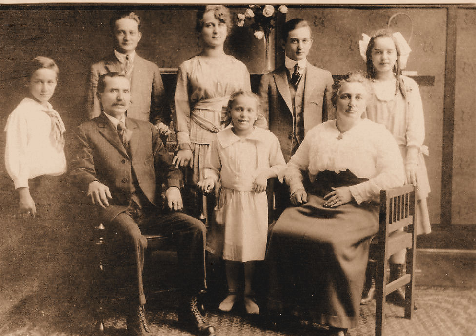 Family of Luis John Gaspar Sr The  family photo is around 1918: seated left  is Louis John Gaspar, Sr. and  right is Agnes (nee Stark) Gaspar.  Standing immediate left of Louis Sr. is  Albert Steven while between Louis Sr. and Agnes (nee Stark) Gaspar is  Dorothy Alice and standing in rear left to right are Louis John, Jr., Eilzabeth Marie, John Louis and Agnes M.